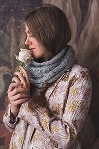 Cascade Yarns featured in magazine: Interweave Knits Spring 2019, Iris Cowl, By Joni Coniglio, photo by Harper Point Photography, Pattern in Forest Hills yarn